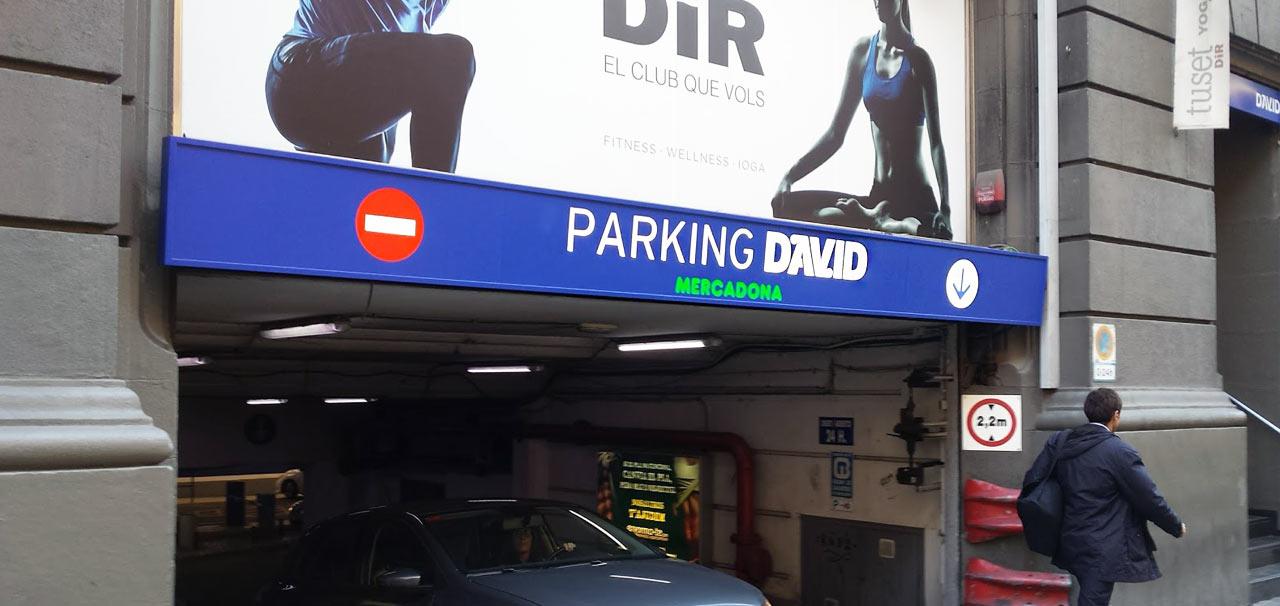 rótulo iluminado para parking