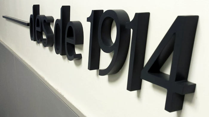 Letras corpóreas para pared