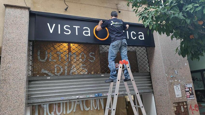 instalación de un rótulo Barcelona
