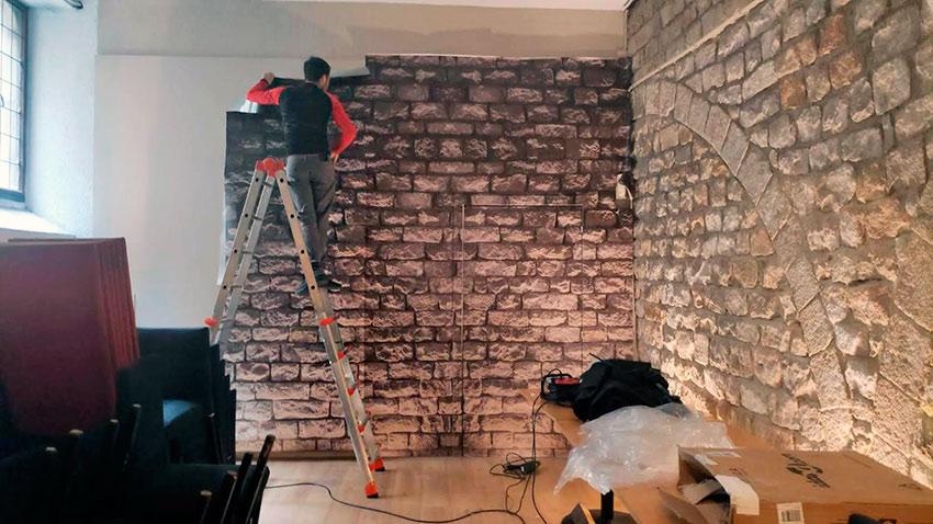 instalación de vinilo sobre pared