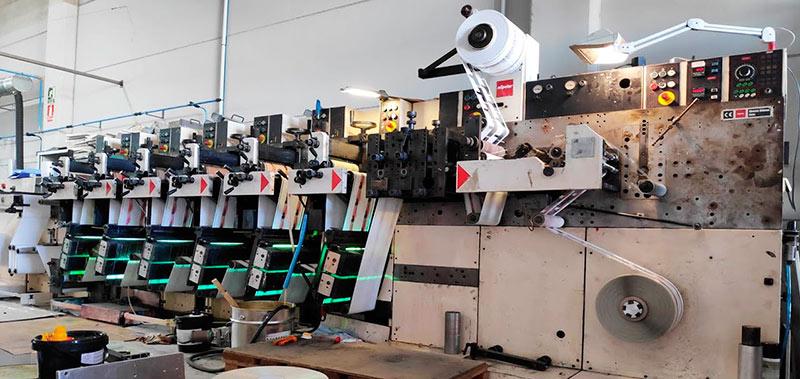 impresión de etiquetas adhesivas en rollo continuo