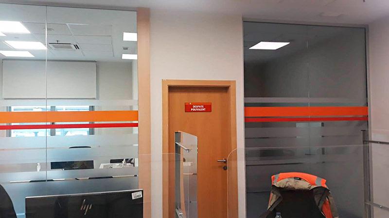 despacho rotulado con vinilo