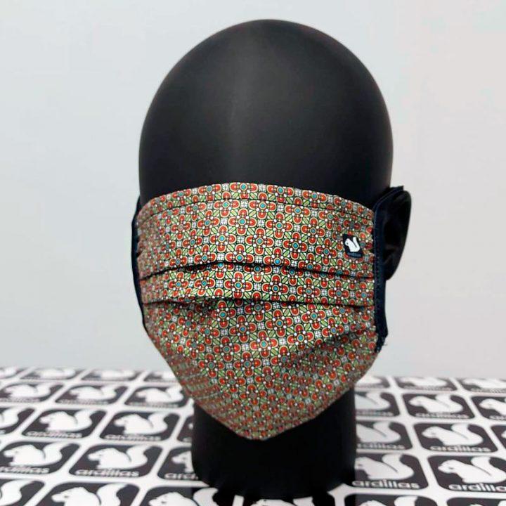 mascarilla con diseño vitral