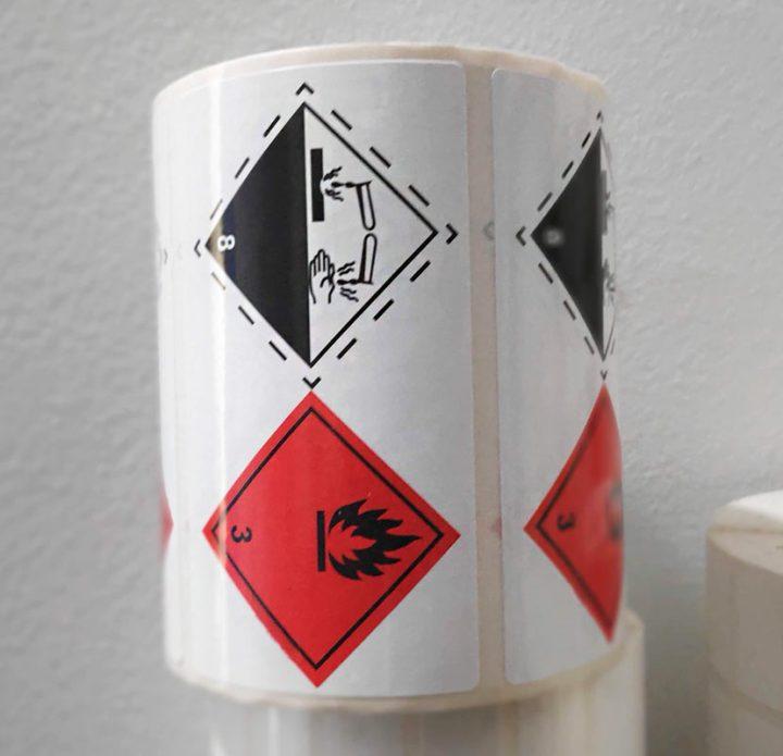 etiquetas material corrosivo inflamable