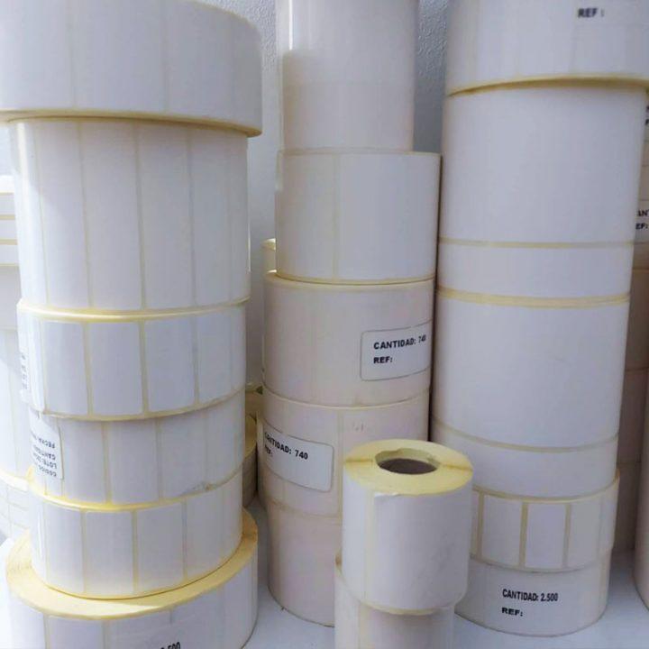 etiquetas adhesivas de color blanco