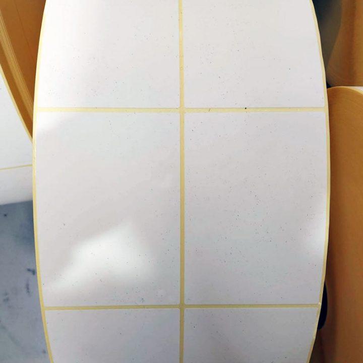 etiquetas blancas adhesivas en rollo